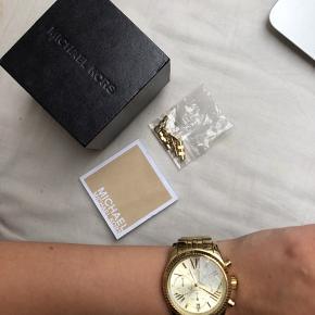 Sælger mit guld ur fra Michael Kors