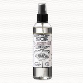 Ansigtsmist/skin tonic som er parfumefri. Fra det danske mærke Ecooking. Brugt få gange og derfor næsten som ny.   Effekt: forfriskende og opstrammende mist til ansigtet. God efter rensning af ansigt til at lukke porre eller inden du lægger make up. Kan også bruges til at give huden fugt i løbet af dagen. Naturlige råvarer som gør det til det perfekte hudprodukt!  Sælges udelukkende fordi jeg ønskede den med parfume i.   BYD!