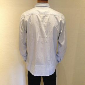 Lyseblå skjorte fra Only & Sons  Størrelse: XL