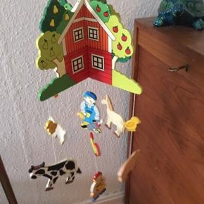 Træ bondegård uro -fast pris -køb 4 annoncer og den billigste er gratis - kan afhentes på Mimersgade 111 - sender gerne hvis du betaler Porto - mødes ikke andre steder - bytter ikke
