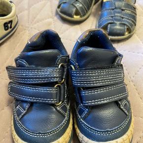 Prisen gælder for hvert par sko
