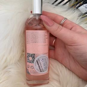 Body mist / parfume  Duft: Pink Grapefruit 100 ml Næsten aldrig brugt