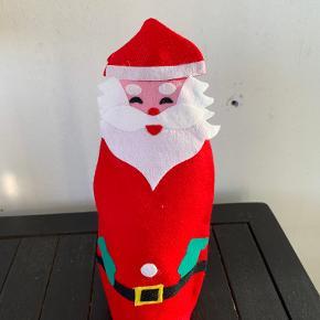 Flaskeskjulere i filt til julefrokostbordet. 5 stk +1 i en anden udgave. De fleste ikke brugt. Kan også bruges til dåser !!. Længde 23 cm. Samlet pris kr 35