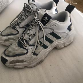 Adidas magmur runner collab med naked  Skide god sko!