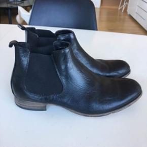 Chelsea boots, brugt 1-2 gange. Skoposer og skohorn medfølger