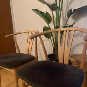 To smukke spisebordsstole. Sælges SAMLET for 1000kr
