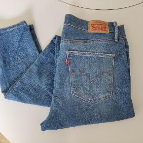 Levi's jeans, Slimming skinny. W29, L32. Mellemhøj talje.  Kun brugt få gange.