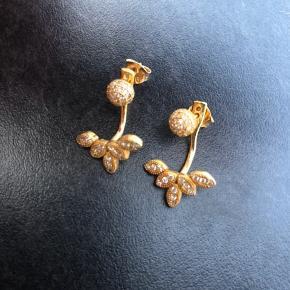 Super flotte øreringe sælges Kan ikke huske mærket, men købt i prinsesse2ben i Svendborg  Brugt sparsomt  Nypris 1100