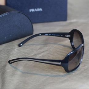 Prada solbriller.  Nypris 2.200,-