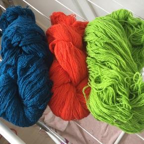 Garn sælges det kan filtte osse  Blå 173 g Orange 134 g  Grøn 147 g  Er der i dem  50kr pr styk eller  Der må byddes samllet eller ver for sig