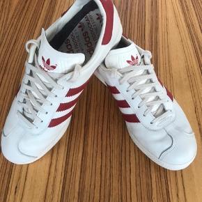 Adidas Moskva Limited edition, GORE-TEX. Skoen er brugt en gang. Jeg har ikke æske og kvittering. Nypris kr. 1.050,- købt i Le Fix, Kbh.