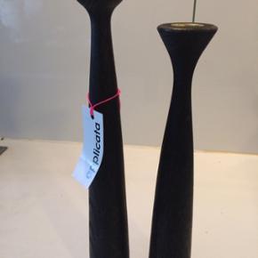 Applicata trælysestager, 29 cm (379) og 33,5 cm 409kr  sortbejdset. Byd:-)