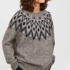 Fineste strik fra H&M trend. Brugt og vasket nogle gange, men stadig fin🌸 Str S men meget oversize, passer fint en både S, M og L.  Pris: 295pp via mobilepay😊