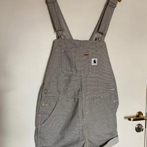 Carthartt Dungaree Playsuit in Hickory Stripe for sale!   Size S  100% cotton   Original price £110 / 900DKK - https://www.asos.com/carhartt-wip/carhartt-dungaree-playsuit-in-hickory-stripe/prd/6096981  Never worn so in perfect condition :)  Selling as it was never worn and it's not my style anymore.