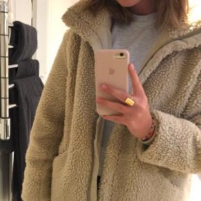 Fed bamsejakke fra H&M  Nypris: 450kr