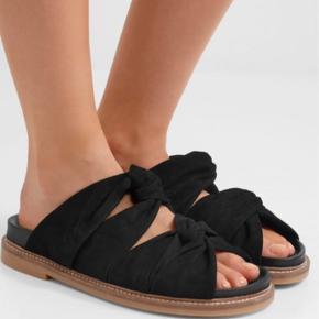 Virkelig fine sandaler fra ganni :-)  Ikke brugt ret meget.  Kom endelig med bud eller spørgsmål.   Køber betaler porto.