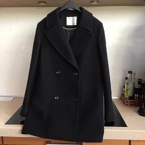 Jakke/frakke str 40 Uld 80% Næsten ikke brugt. Fejl køb da model ikke passer til mig. Ny pris 1699;-