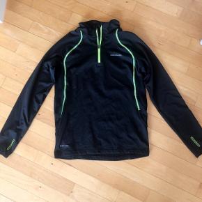 Endurance kraftig sportstrøje str 152-158 cm . 12 år .Matr 90 % polyester og 10% elastan