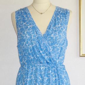 Blå slå om kjole uden ærmer fra H&M