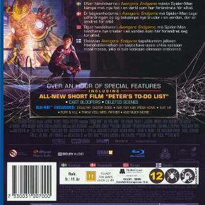 0447  Spider-Man: Far From Home - Blu-Ray Dansk Tekst - I FOLIE   Peter Parker og hans venner rejser til Europa for at holde ferie. Men det viser sig hurtigt at ferien må vente, da en række mystiske angreb ryster hele det europæiske kontinent.   Nick Fury må finde en måde at stoppe angrebene på, og beder Peter Parker om hjælp. Heldigvis for Europa indvilliger han..  Glæd dig til hæsblæsende action i efterfølgeren til kæmpe successen Avengers: Endgame.