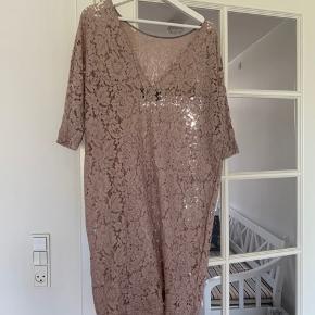 Fin blonde kjole fra Malene Birger  ( har ikke underkjolen til)  #Secondchancesummer