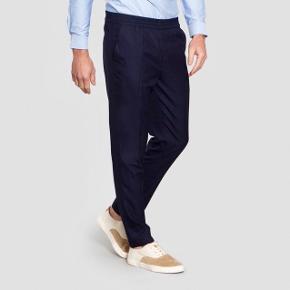 """Fede trousers i 100 % uld fra franske Harmony Paris.  Str. 48 svarer til Medium.   Modellen hedder """"Paolo"""". Google for flere billeder. Nypris 1500 kr.   Brugt en enkelt gang og fremstår helt som ny."""