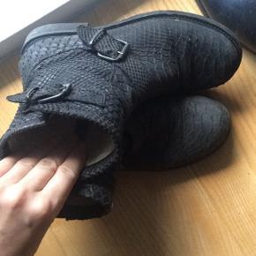 Billi bi støvle med for. Str 37 nypris 1300 byd