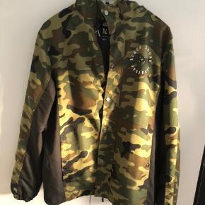Black Squad jakke købt i New York (Kbh) kun brugt få gange.