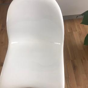 Verner Panton S Chair i hvid glasfiber - sjælden prototype fra 60'erne, derfor den ru bagside samt manglende logo.   Kan hentes i København S. Sælges grundet pladsmangel