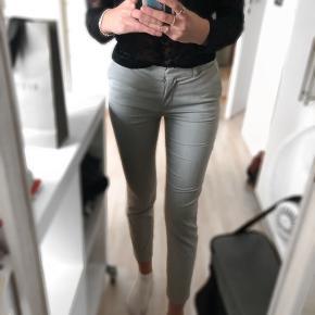 Fine bukser fra hm, der sælges da jeg ikke kan passe dem mere. De er brugt nogle gange men ikke meget. Jeg kan desværre ikke huske nypris men BYD gerne:)