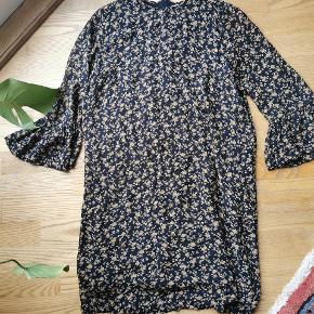 Sødeste kjole til efteråret 🌾🌿🍁 Brystmål 100 cm.
