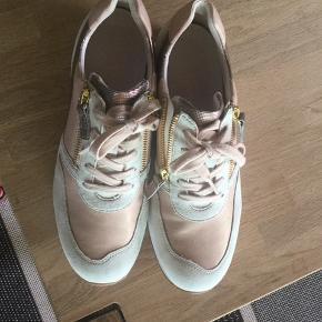 Sælger mine helt nye Gabor sneakers str 6,5  Fik desværre købt dem for store