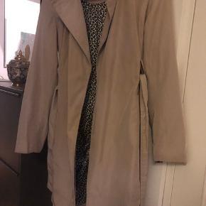 Zara trench coat med leo inderdel.