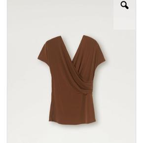 Smukkeste top/bluse fra By Malene Birger- ALDRIG BRUGT.
