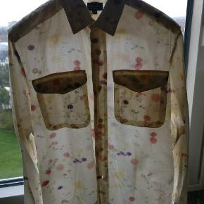 Ældre, vi taler start 90, men stort set ubrugt skjorte fra Paul smith jeans kollektion. Virkelig fedt print og skjorten er i en let bomuld. Ikke en stor M Mp 400