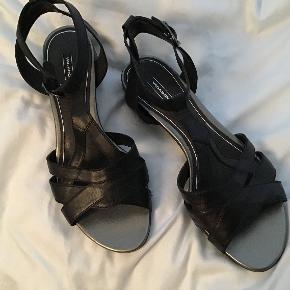 Meget flotte Vagabond sandaler. Brugt en gang, så fremstår som nye. Indvendig sållængde 23 cm. Hæle 2,5 cm.