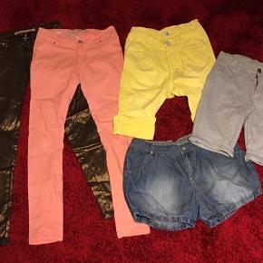 5 par underdele til piger🌸  2 par bukser, 3 par shorts Alle str. 152/11-12 år Mærkerne er PompDeLux, D-xel, Cost:bart, Million X og Byhound.  Sælges kun samlet 100kr🌸