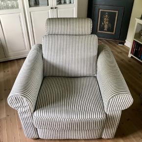 Tre personers sofa og lænestol fra ILVA (udgået i butikken). Omkring 2 år gamle.  Blå og hvidstribede.