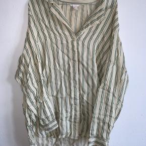Rigtig lækker skjorte - fejler ingenting :)