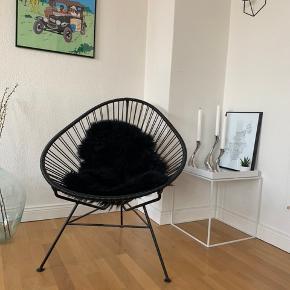 Sort Acapulco stol fra Bahne - også kendt som Mexico-stolen. Har mest bare stået til pynt og er kun blevet siddet i minimalt - derfor er den så god som ny. Sælges uden skind ☺️ Giv er bud! Nypris = 1.200 ,-