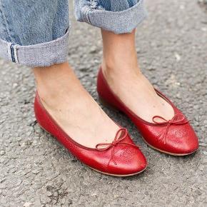 Super fine ballarinaer fra Chanel i rød læder. Brugt meget få gange og i meget pæn stand :) str 36