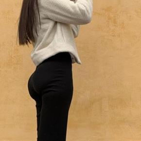 """Brugt 1 gang - sælger disse """"eftertragtede"""" bukser fra na-kd. Sælger dem grundet de er lidt for korte i længden desværre."""