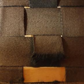 2 stk stole med læder nakkepude. Den ene lidt i stykker men man kan sagtens bruge den indtil videre. Har lagt skind i begge. Prisen er pr stk eller begge for 500 kr