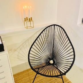 Lækker lænestol fra OK design. Ny pris 2.990kr. Stolen er lavet i et materiale, der godt kan tåle at stå udenfor hvis dette ønskes. Stolen er som ny, og er næsten ikke anvendt. Hyggelig til stuen eller et teenageværelse. Skriv for flere billeder :)