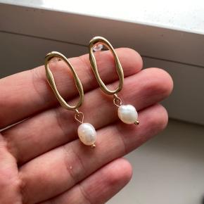 Ny forgyld sølv 925 øreringene med ægte perle.