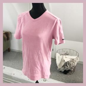 Pinkt t-shirt fra esprit, købt brugt😊