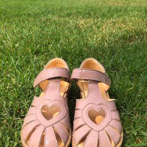 MEGET fine sandaler med intakte snuder. Brugt ganske lidt til fester.
