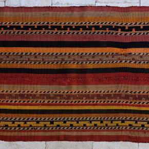 Kelimtæppe 68x149 Håndvævet i Sanliurfa provinsen i Tyrkiet for ca. 60 år siden. Farvet med plantefarve