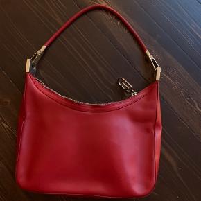 Vintage gucci taske, købt på vestiaire collective. Har ikke selv brugt den, byd!