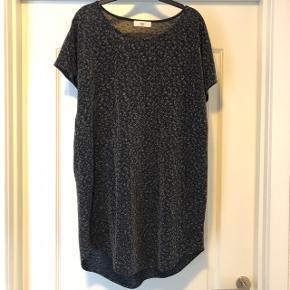 Fineste glitter kjole... Brugt to gange... Bytter ikke, prisen er fast... Sender gerne... Køber betaler fragt 😊
